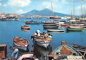 B47637-Napoli-Marina-di-Mergellina-boats-bateaux-italy