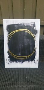 BLACK-AND-WHITE-CANVAS-WITH-GOLDEN-RING