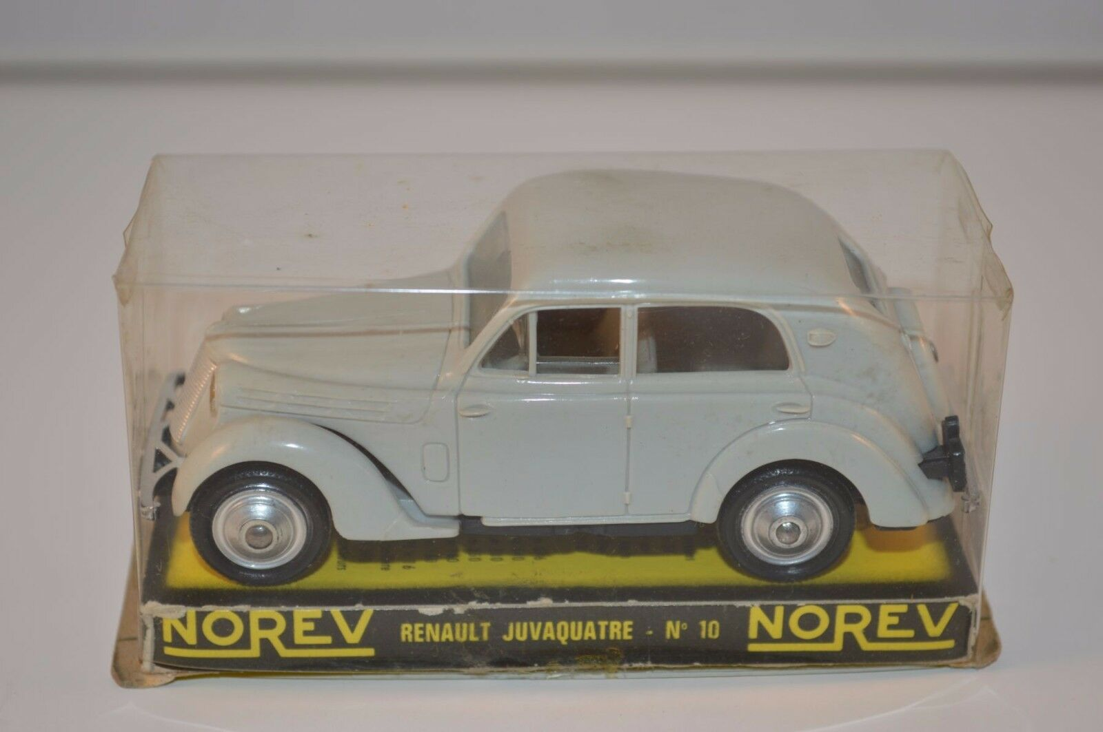 Norev 10 Renault Juvaquatre grigio plastique perfect mint in box superb