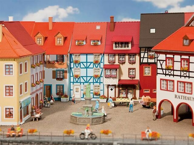 FALLER HO SCALE 1:87 VILLAGE HOUSES WITH BAY (2) KIT | BN | 130495