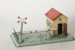 Sheet-Metal-Scale-0-Signalman-039-s-House-With-Barrier-7-7-8x4-11-16in-118669