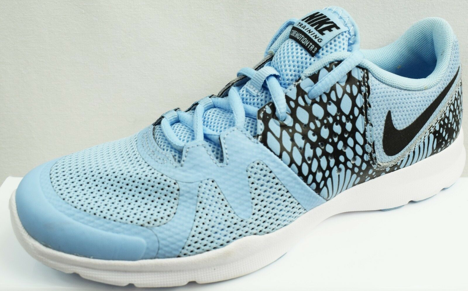 NIKE CORE MOTION LADIES FITNESS TRAINERS BRAND NEW SIZE UK 4.5 (DV5) - S