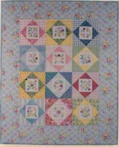 CLEARANCE stitchery /& pieced wall quilt PATTERN Simple Tidings