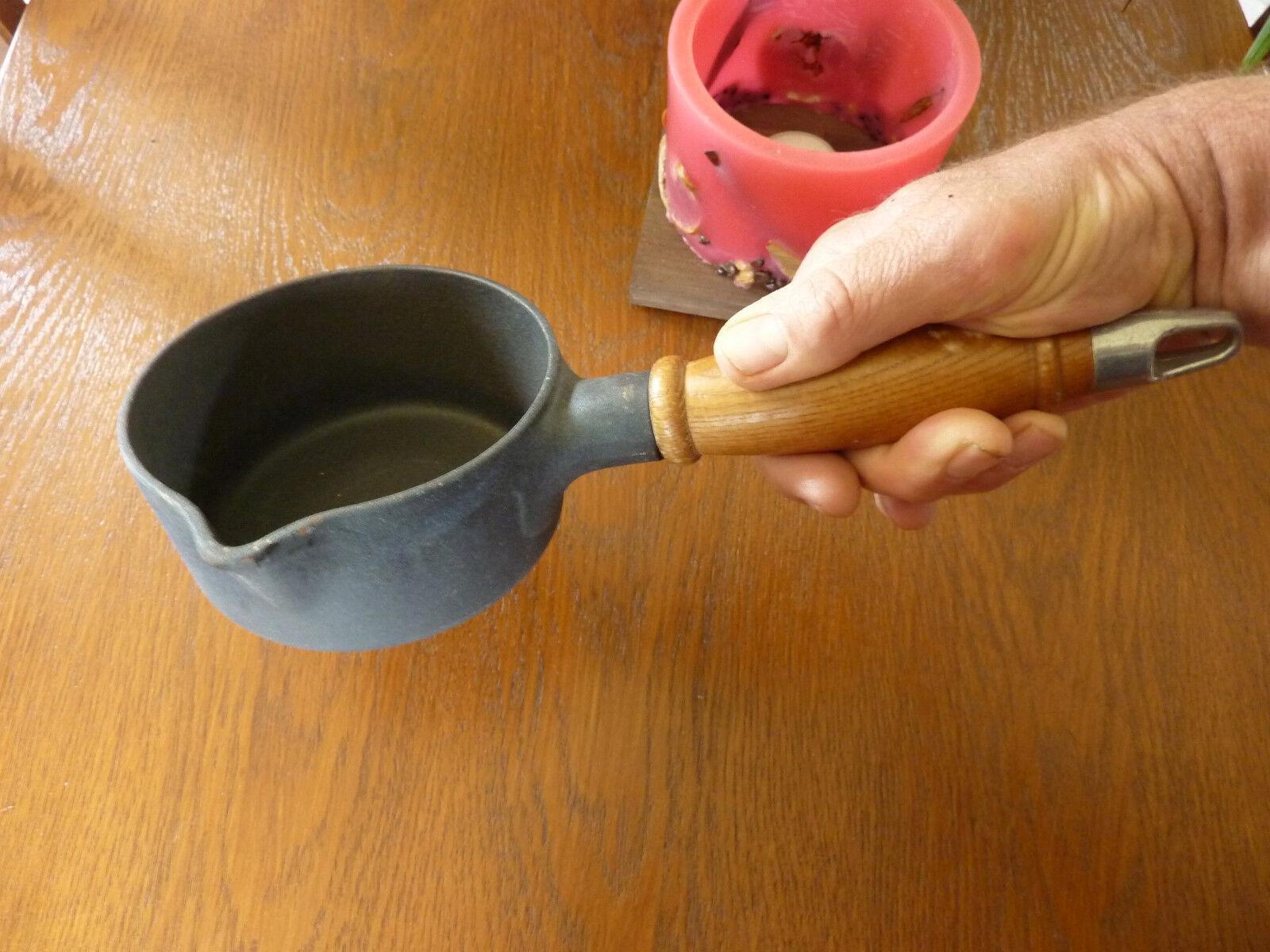 Casserole STAUB n°12 en fonte et manche bois (Made in FRANCE) - Jamais servi