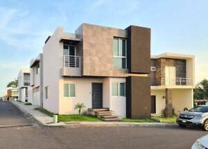 Casa en venta en ubicada en Residencial Lomas de La Rioja, Riviera Veracruzana