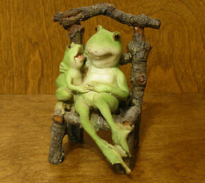 Top-Collection-Enchanted-Story-Fairy-Garden-4009-FROG-LITTLE-FROG-on-CHAIR-NIB