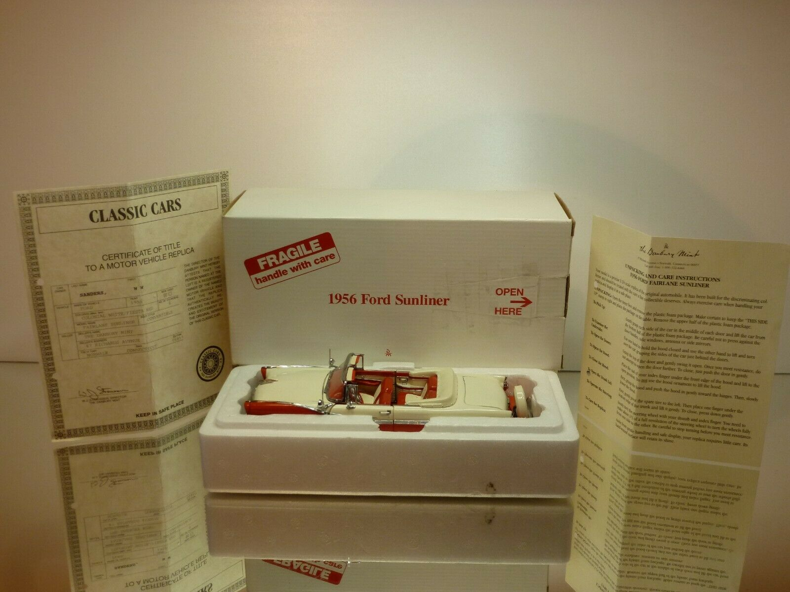 DANBURY MINT FORD SUNLINER 1956 - RED + WHITE 1 24 - EXCELLENT CONDITION IN BOX
