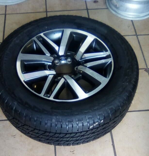 """18"""" Toota Hilux/Fortuner original mag with used 265/60/18 tyre to use for spare R2799."""