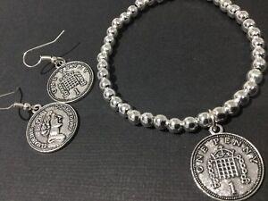 foto ufficiali dd91b 43fb6 Dettagli su Bijoux Coin gioielli con perline braccialetto Stretch con OLD  ENGLISH uno PENNY COIN- mostra il titolo originale