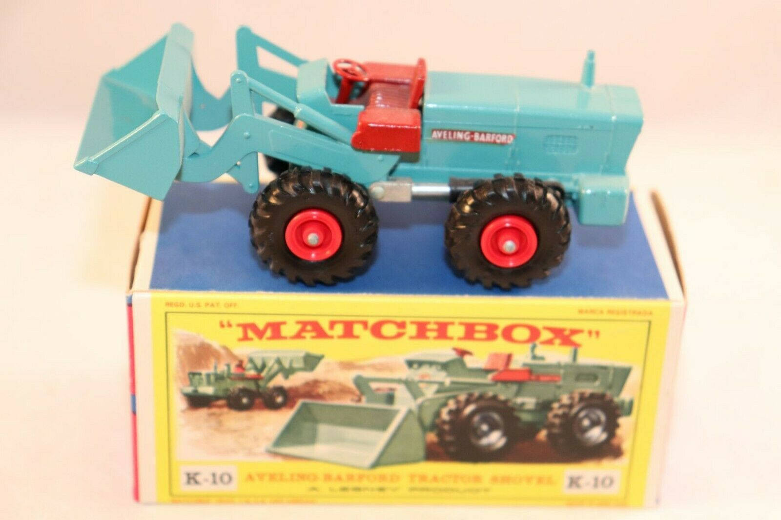Matchbox Lesney K-10 Aveling Barford Tractor Shovel very very near mint in box