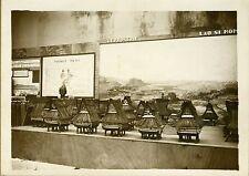 """DIORAMA d'une LEPROSERIE au LAOS"" Photo originale G. DEVRED (Agence ROL) 1931"