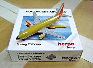 Herpa-Wings-1-500-500562-SWA-Southwest-Airlines-B737-300-Die-cast-Aircraft-Model