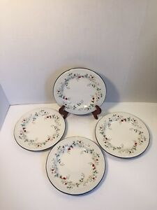Pfaltzgraff-Winterberry-4-Salad-Appetizer-Dessert-Plates-Christmas-Holly-Berry