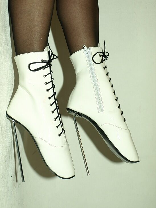 PATENT LEATHER WHITE  BALLET BOOTS SIZE 10-16 HEELS 8,4CA-21CM - POLAND FS1131