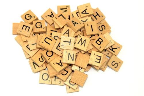 100 X mezcla de madera barnizados Scrabble Azulejos Cartas Craft Alfabeto Juego Regalo Juguete