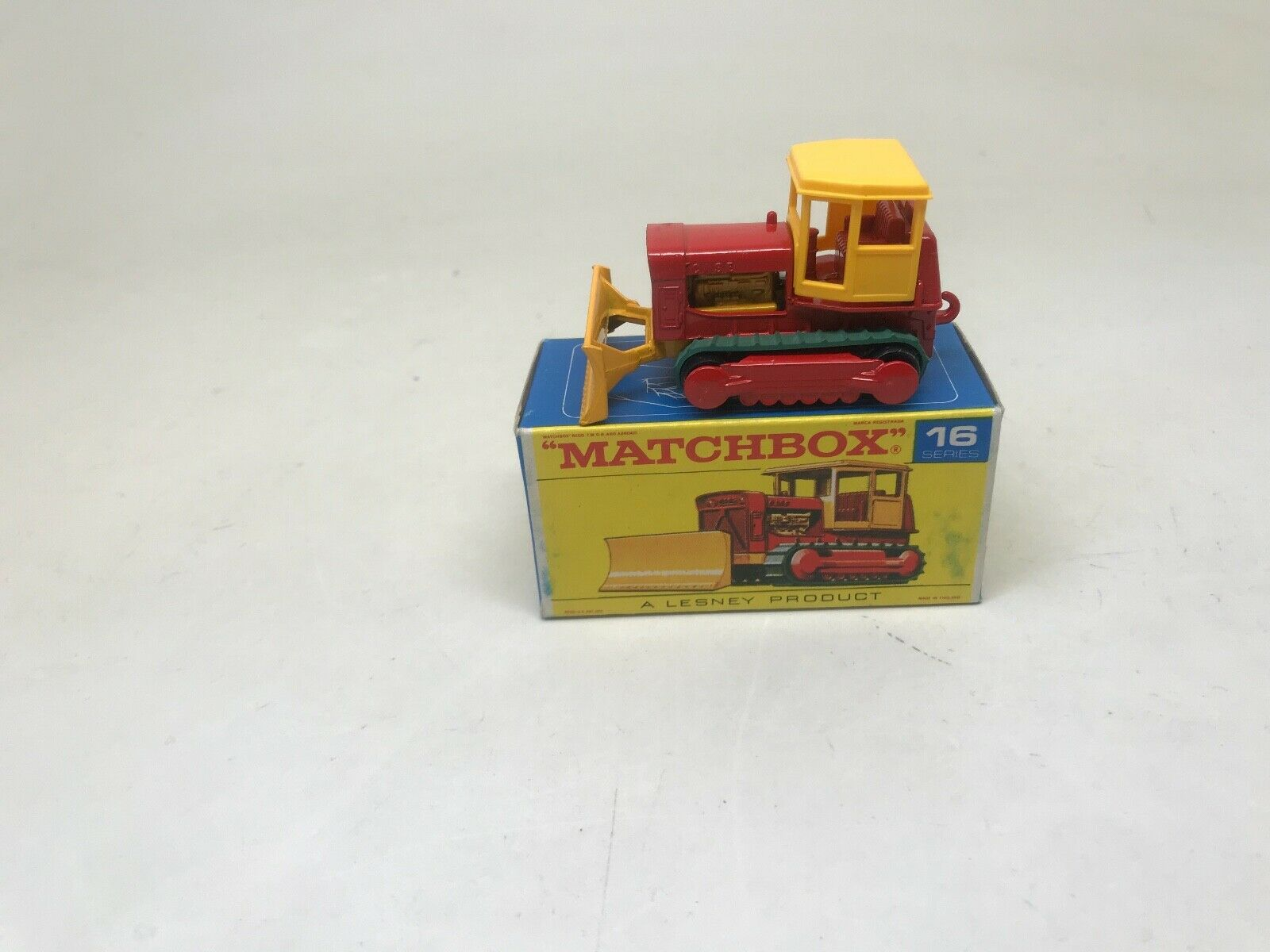 MATCHBOX SERIES-LESNEY PRODUCT- 16 CASE-TRACTOR-WITH BOX-LOOK