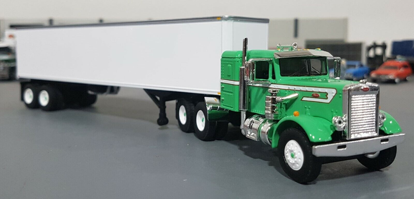 1 64 VINTAGE PETERBILT AND TRAILER vert DIECAST MADE BY FIRST GEAR DIECAST