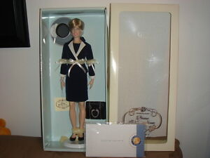 Franklin-Mint-Princess-Diana-Vinyl-Doll-Inspecting-Of-The-Guard-New-with-COA