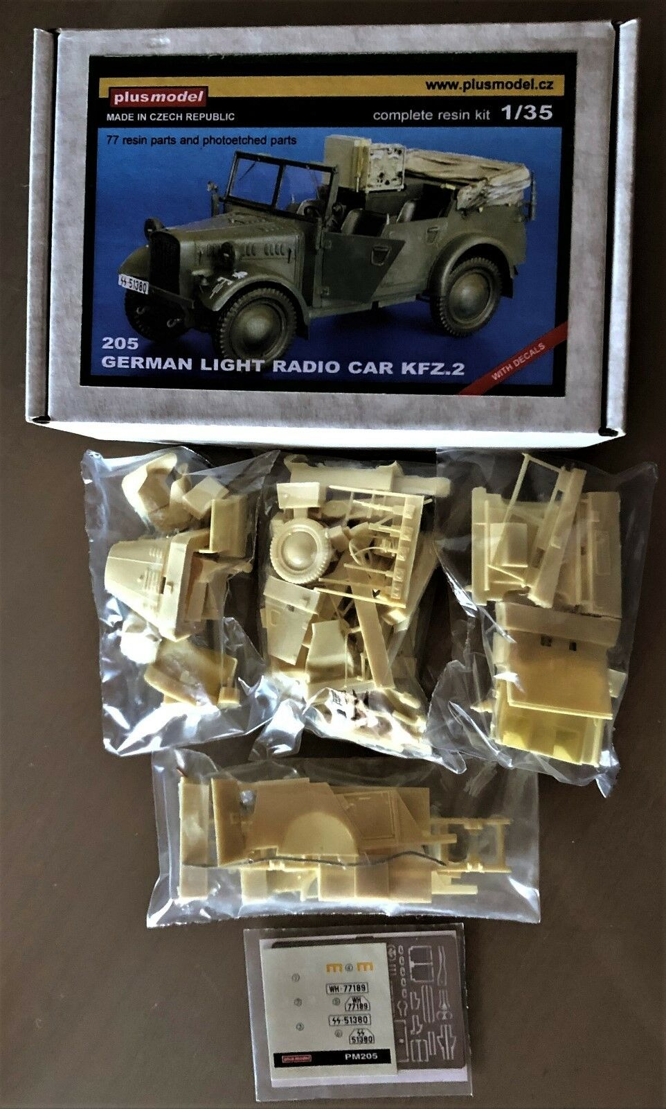 PLUSMODEL PLUS MODEL 205 - GERMAN LIGHT RADIO CAR Kfz.2 - 1 35 RESIN KIT