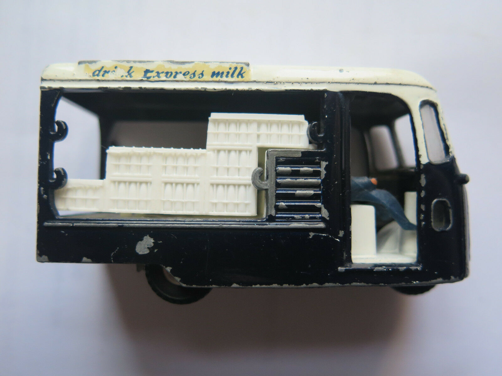 SPOT ON TRIANG DIE CAST 3 WHEEL MILK FLOAT 1 42 SCALE MADE UNITED KINGDOM c1960s