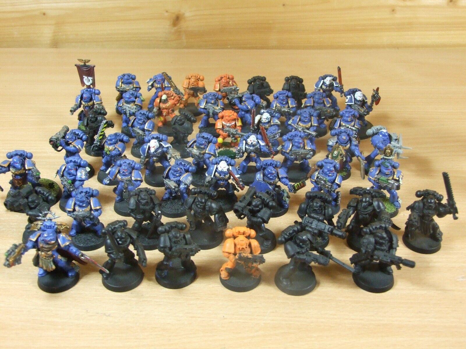54 PLASTIC WARHAMMER SPACE MARINES SOLD AS SEEN PAINTED (L)