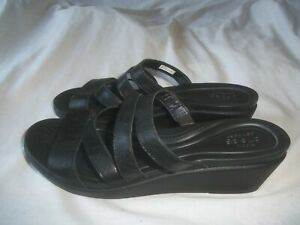 CROC-LEIGHANN-DUAL-COMFORT-BLACK-LEATHER-STRAPPY-SLIDE-SANDAL-WEDGE-HEEL-SHOE-11