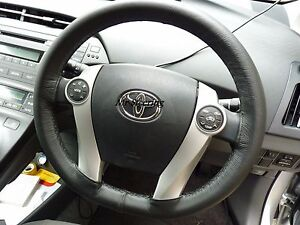 REAL-BLACK-LEATHER-STEERING-WHEEL-COVER-BEIGE-STITCH-FOR-TOYOTA-PRIUS-MK2-03-09