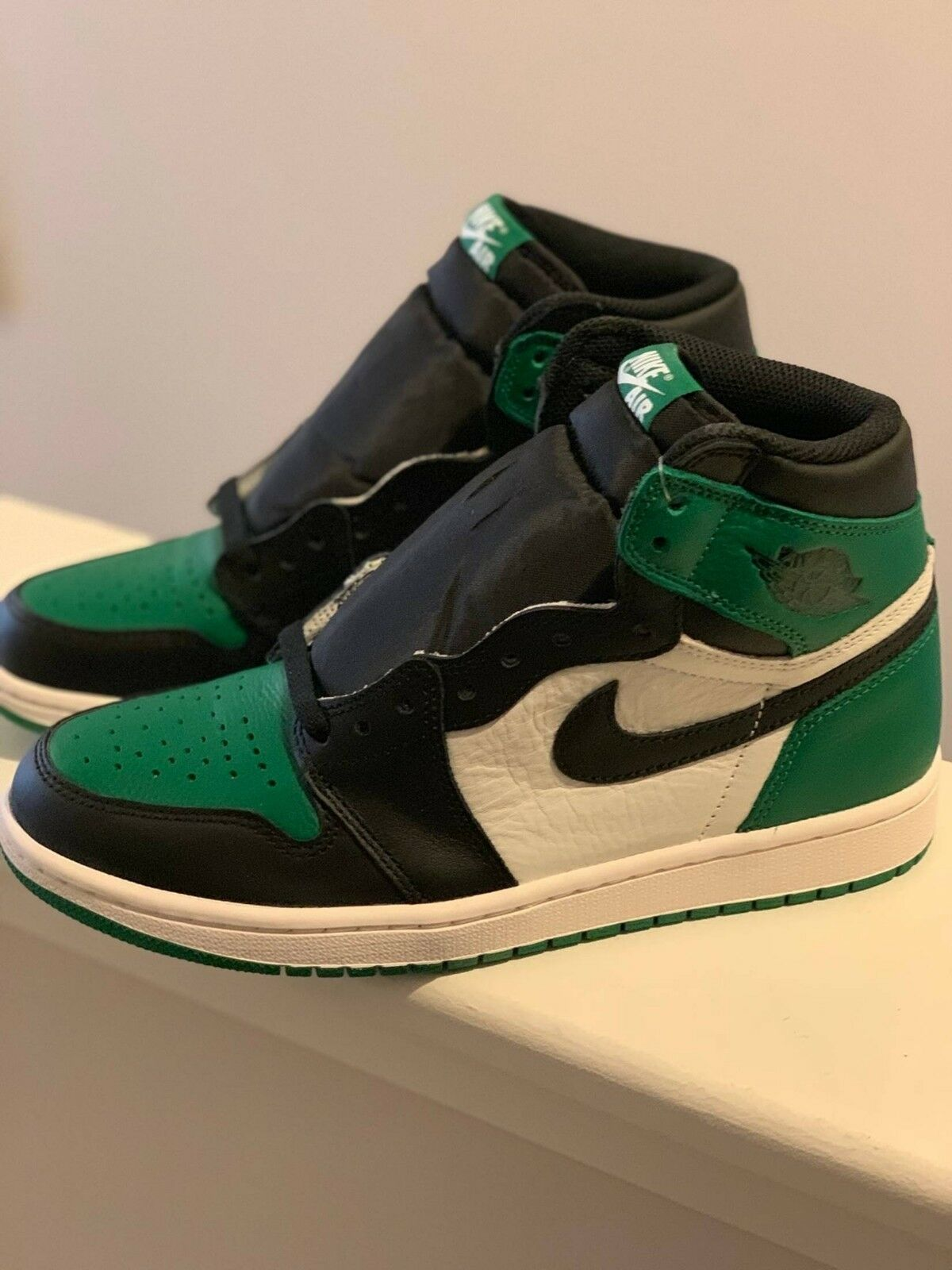 Nike Air Jordan 1 Retro Pine Green Size 8 US Men DS Authentic