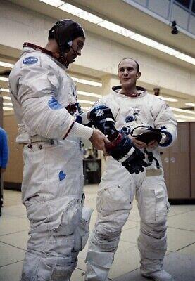 Honey 8x10 Print Nasa Lm Pilot Duke Talks With Cm Pilot Mattingly Apollo 16 #1a355 Nourishing The Kidneys Relieving Rheumatism Collectibles Astronauts
