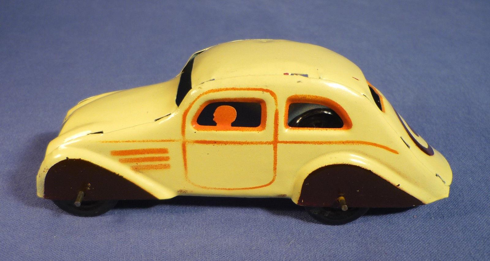 ANTIGUO AUTO ARRASTRE EN LATA PINTADA DE PAYA,AÑOS 30's,GRAN RAREZA POR SU Color