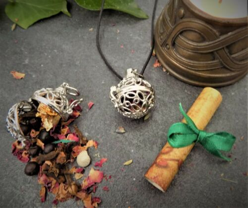 """Wiccan   Herb Amulet for Wealth /& Abundance  Pendant 24/"""" Long  Filigree Boxed"""