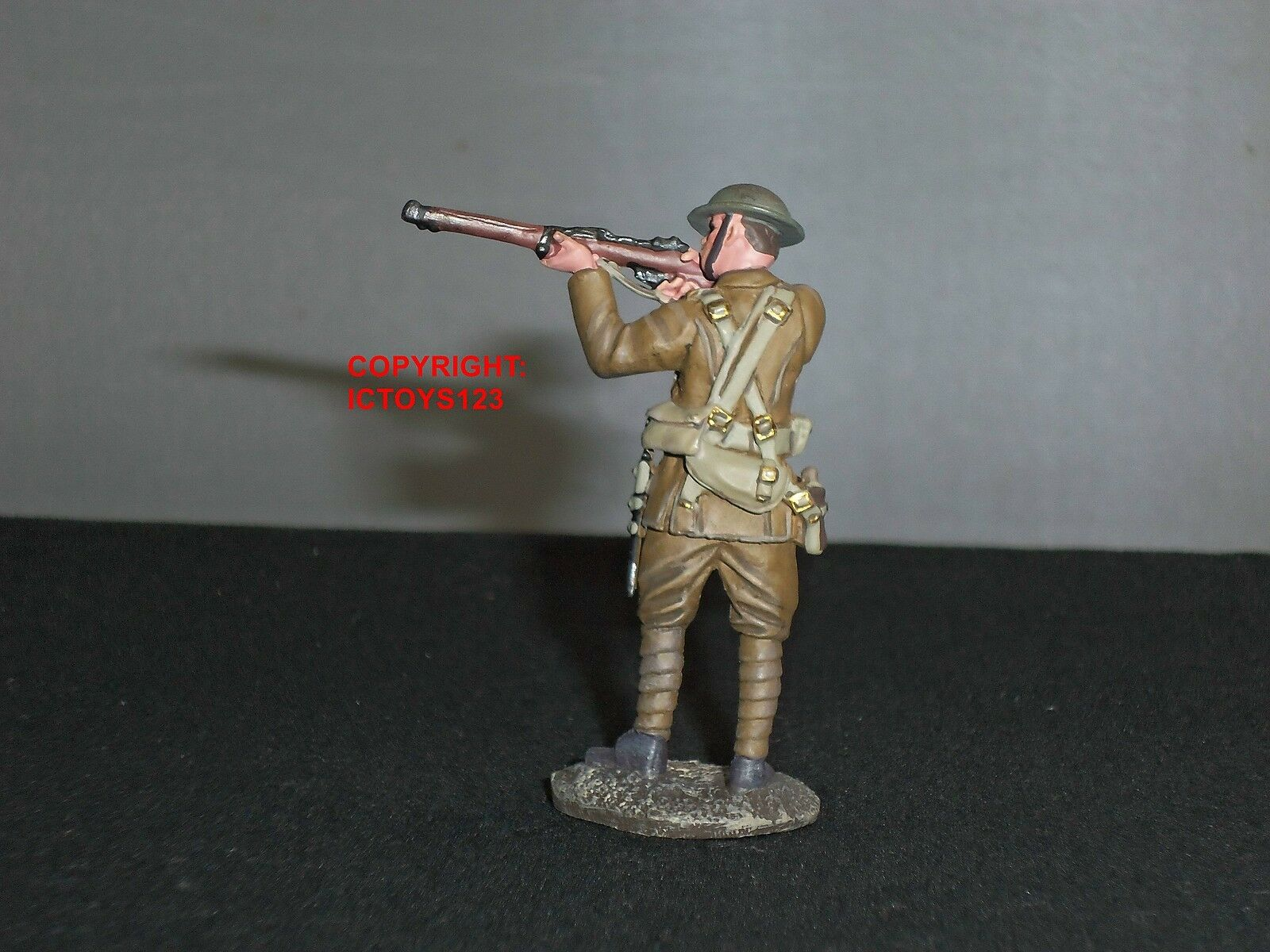 BRITAINS 23065 WORLD WAR ONE BRITISH 1916 INFANTRY STANDING FIRING OVER PARAPIT