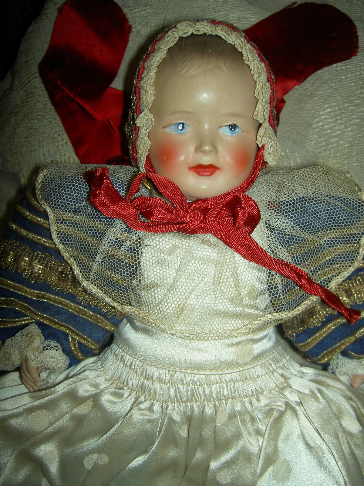 Gorgeous antique, French celluloid bambino bambola  in elaborate orig. Royal gown c1930  presa di marca