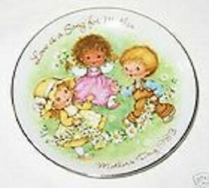 Plate-Mini-Mother-039-s-Day-Love-is-a-Song-Porcelain-1983-No-Box