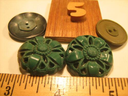 h18-i Lot of VINTAGE BUTTONS Plastic Bakelite GREEN