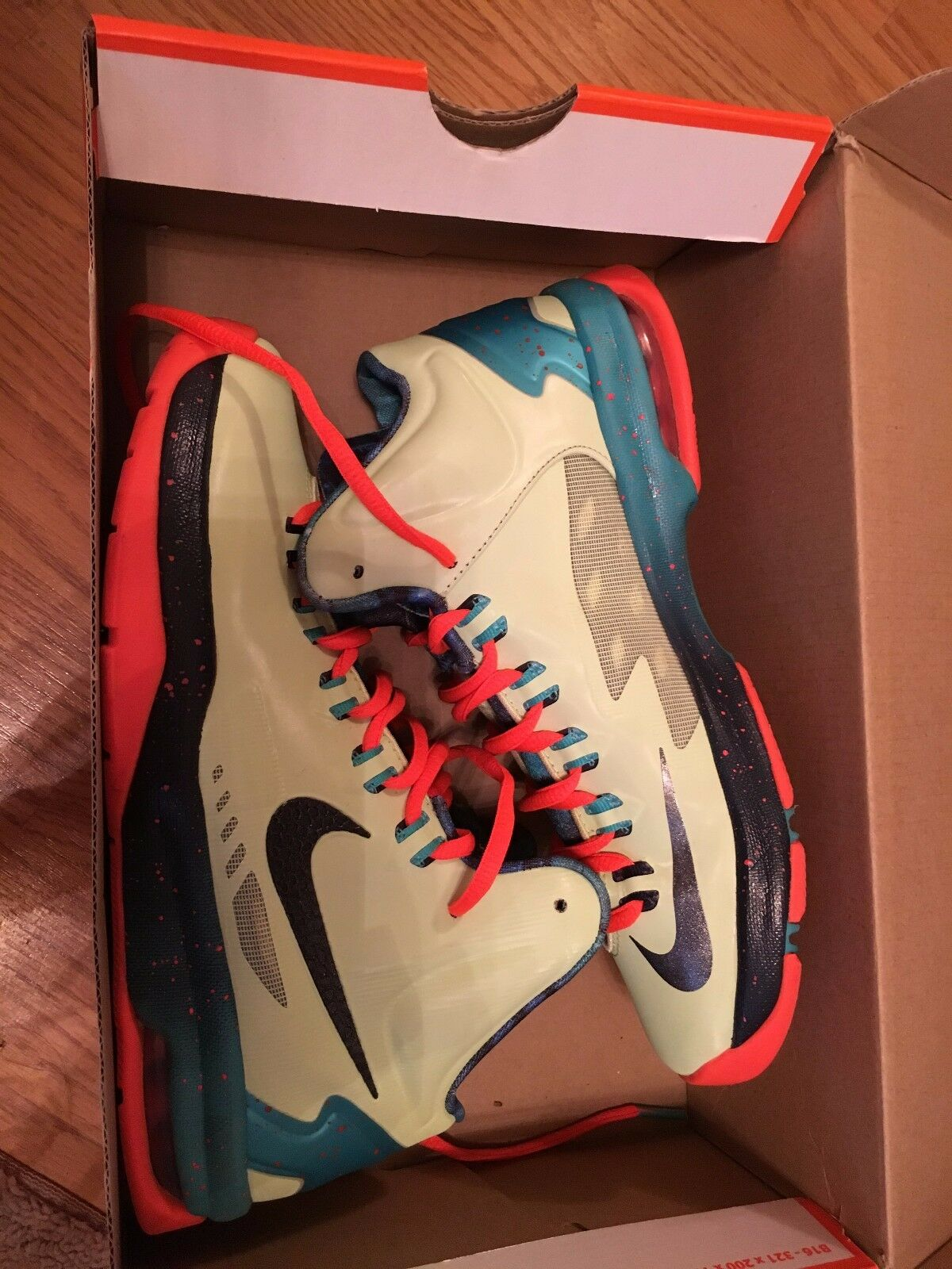 KD V - AS Area 52 Extraterrestrial Size 5 Youth basketball shoes Nike