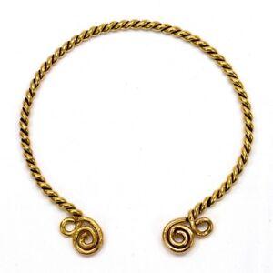 Keltischer Torque mit Spiralen, Halsreif der Kelten, Halsring aus Messing