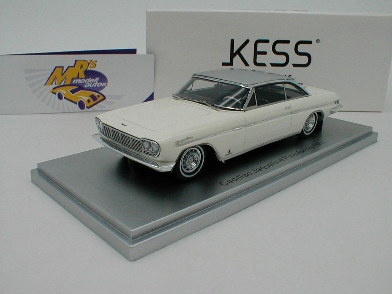 Kess 43020031 - cadillac jaquline pininfarina bj.1961  wei ß - silber  1 43 neu