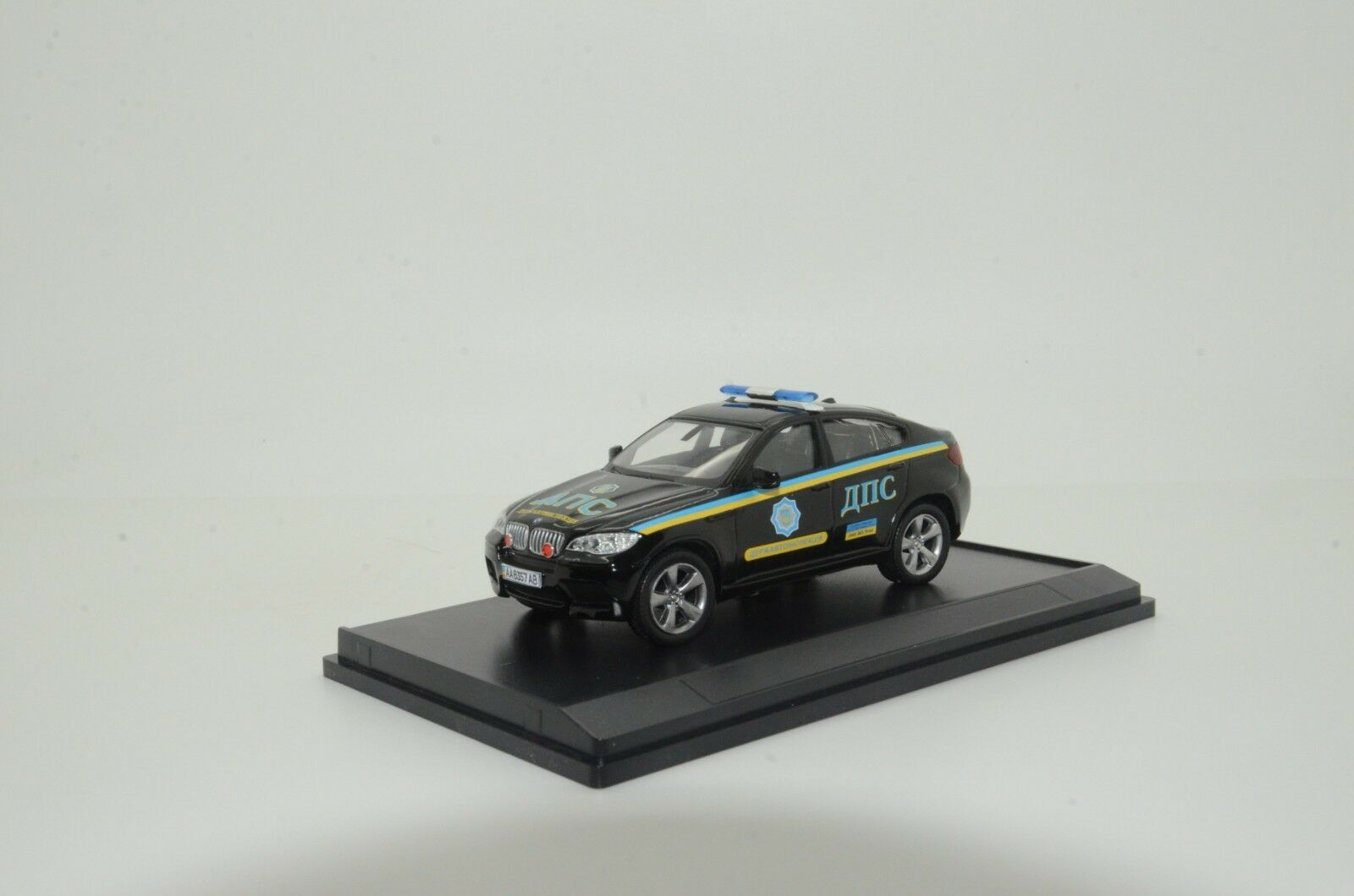 RARE    BMW X6 Ukraine Road Police Car Custom Made 1 43