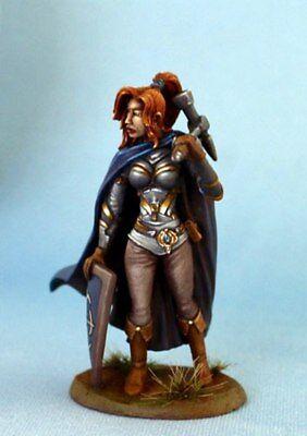 DSM7318 Female Warrior//Cleric w//Weapon /& Head Options DARK SWORD MINIATURES