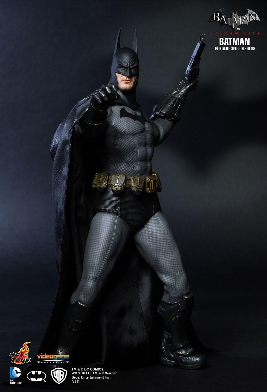 HOT TOYS 1/6 DC Batman Arkham City VGM18 BATMAN Capolavoro Action Figure