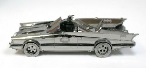 Kit métal à monter 1966 3D Comics Metal Batmobile 1966