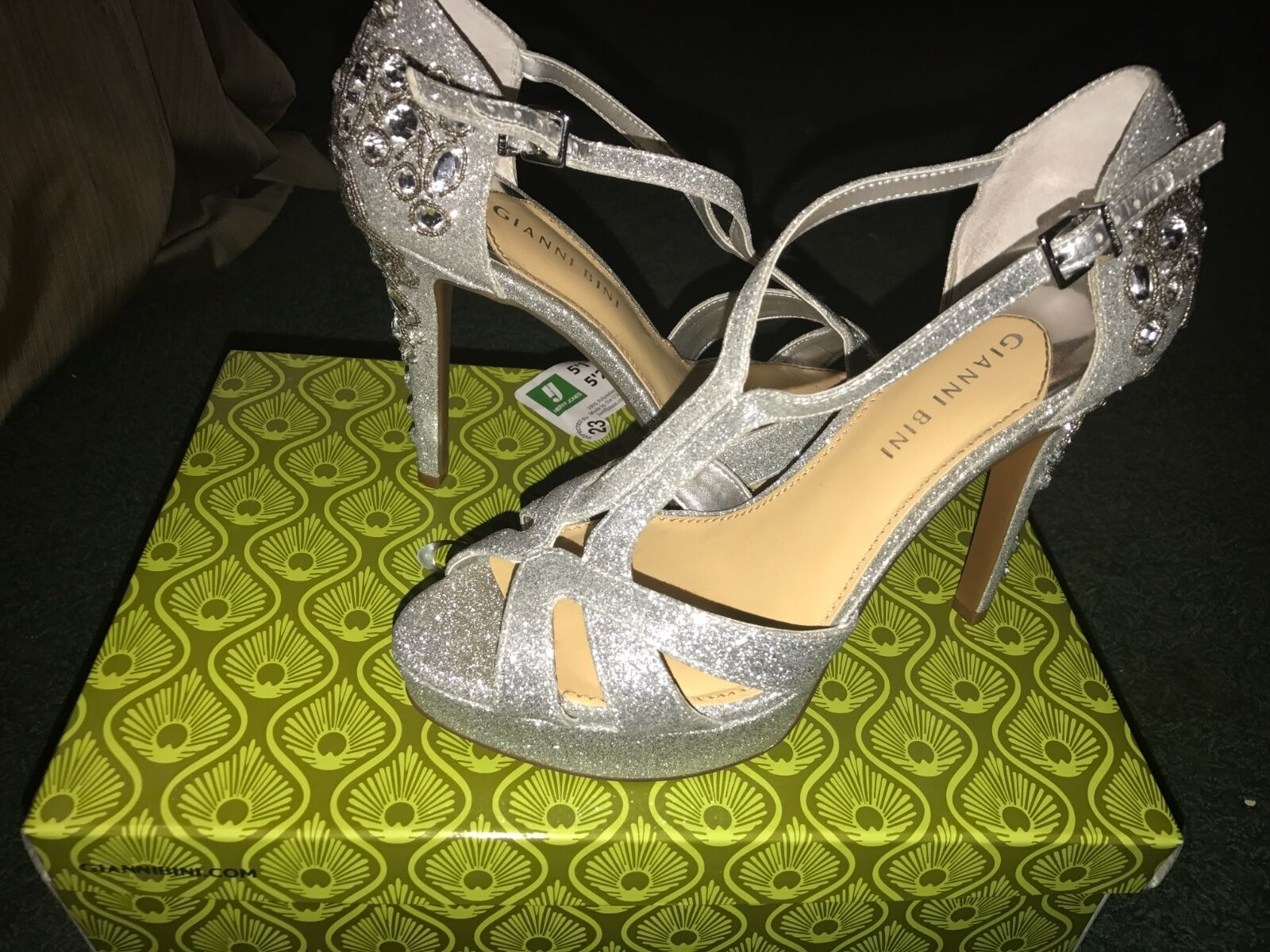 Beautiful silver heels with rhinestones size 8