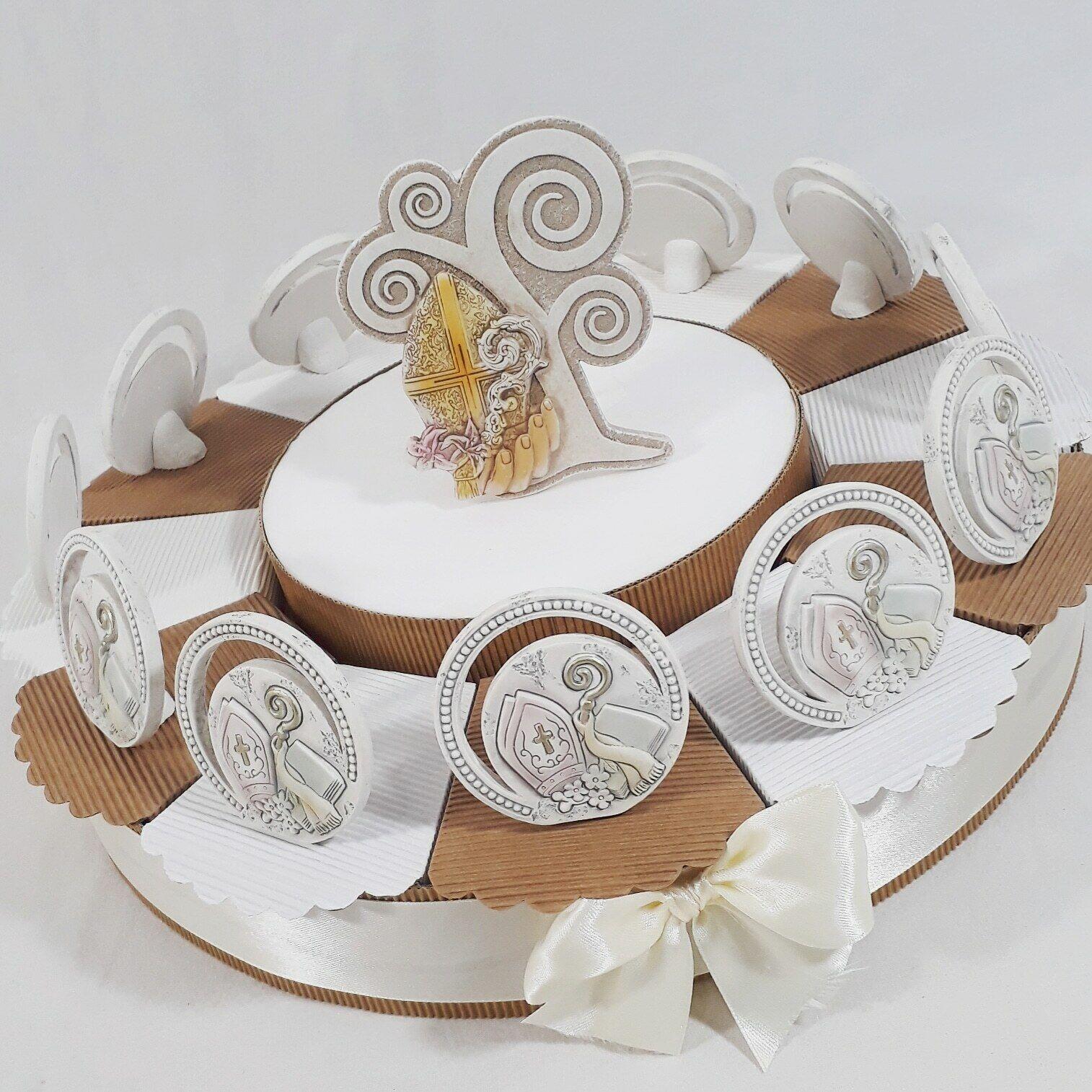 Bomboniere per cresima torta con immagini sacre bibbia bastone del sacerdote