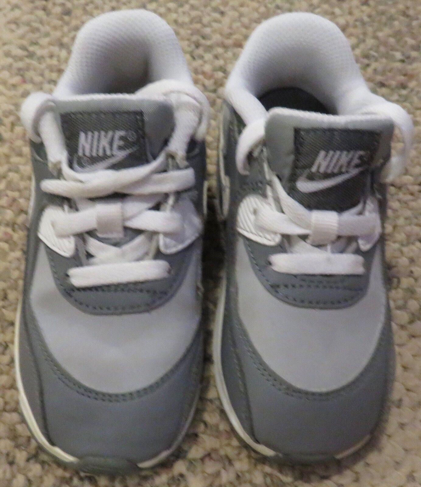 Zapatilla Nike Air Max para niños pequeños gris Tamaño 8C Nuevo
