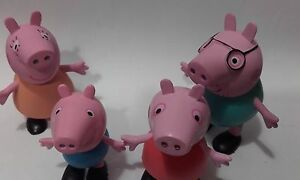 Lot 4 figurines en plastique  Peppa pig, Maman Pig Papa Pig et George