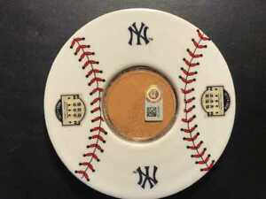 New-York-Yankees-Game-Used-Dirt-Emblem-Great-NY-Yankees-Gift-Jeter-Rivera