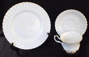 Vintage-ROYAL-ALBERT-Bone-China-England-CHANTILLY-Trio-Footed-Cup-Saucer-Plate