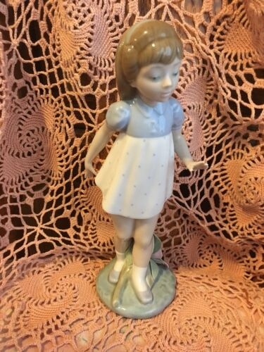 Lladro 5040 Girl Walking Glossy RETIRED No Box L@@K! Rare hard to find