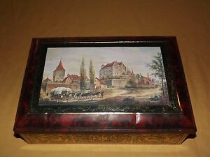 VINTAGE-1997-LARGE-HORSES-LOGS-CASTLE-FEDERAL-REPUBLIC-OF-GERMANY-COOKIE-TIN-BOX